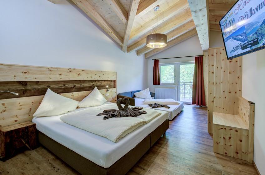 Jaga-Alm Appartement Seeblick Zirbe Schlafzimmer