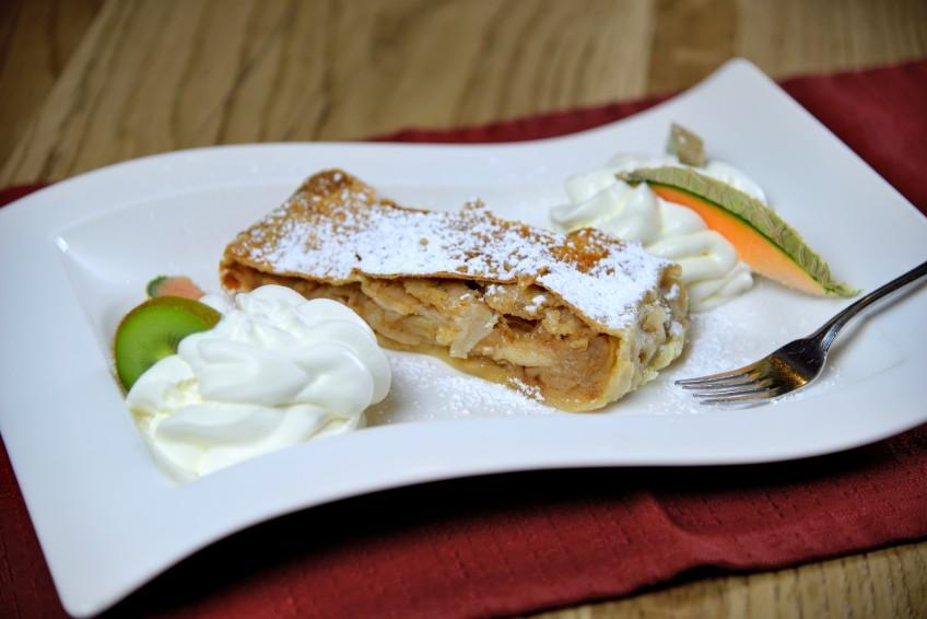 Jaga-Alm Restaurant Apfelstrudel