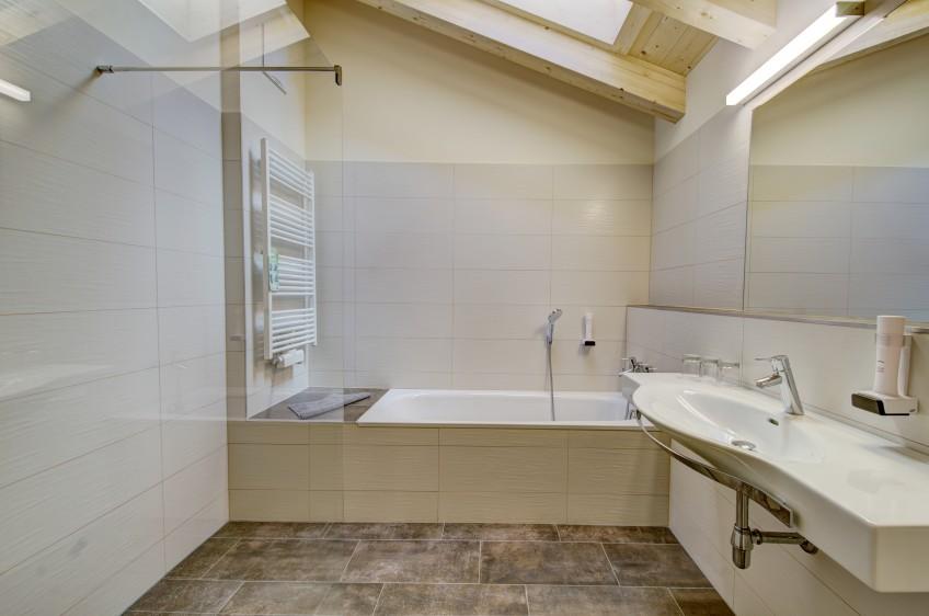 Jaga-Alm App.Seeblick Badezimmer