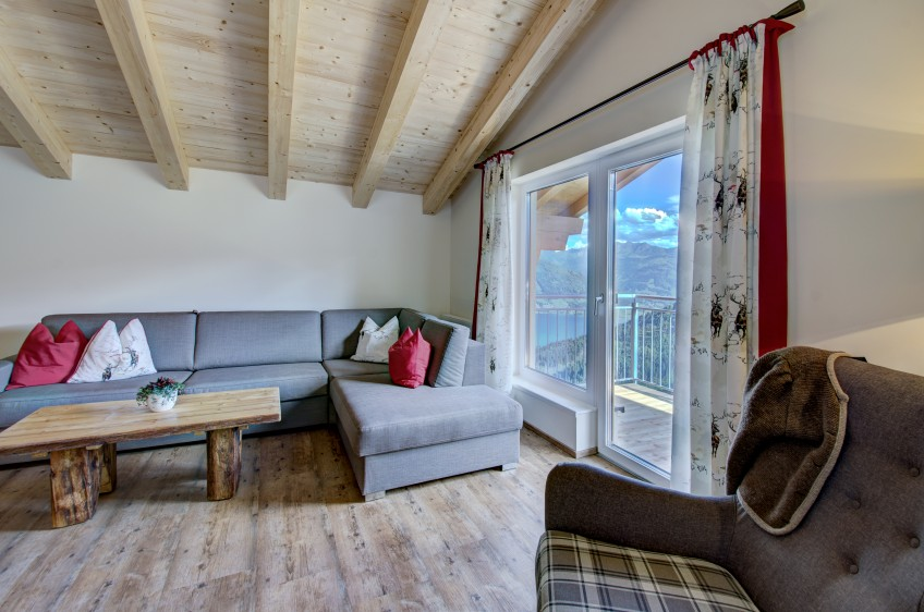 Jaga-Alm Appartement Seeblick Wohnraum